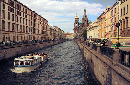 Boat trips in St. Petersburg